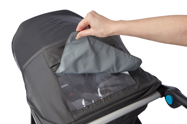 Thule Urban Glide storage compartment with water resistant cover